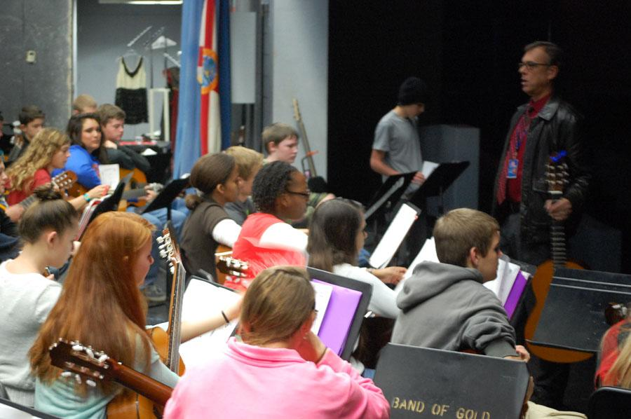 Students perform holiday tunes for crowd