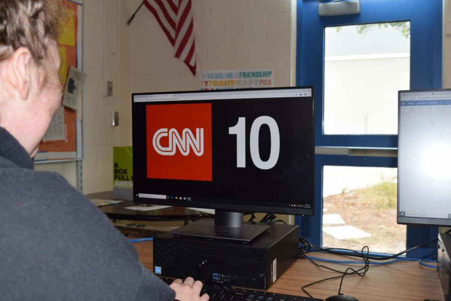 Raine+Lester%2C+12th+grade%2C+watches+CNN+10+to+get+her+daily+news.