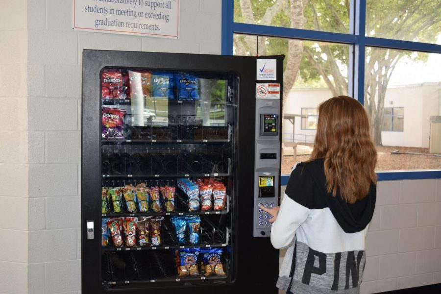 Students+share+what+they+want+to+see+in+the+vending+machines+around+the+schools.